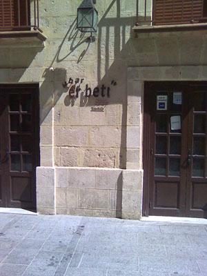 Fachada del bar Er Beti en la calle Misericordia de El Puerto