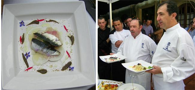 Andrés Astorga (con bigote) y Fernando Córdoba en el encuentro de cocineros celebrado en el Puerto. Junto a ellos el plato de sardinas.