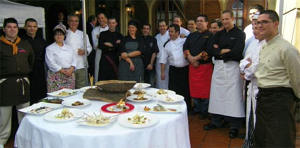 Los cocineros participantes con los platos realizados. Foto: Cosas de Comé