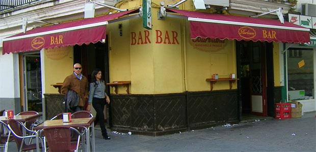 Barbiana, que tiene fachada a la famosa plaza del Cabildo de Sanlúcar, un lugar emblemático para el tapeo. Foto: Cosas de Comé