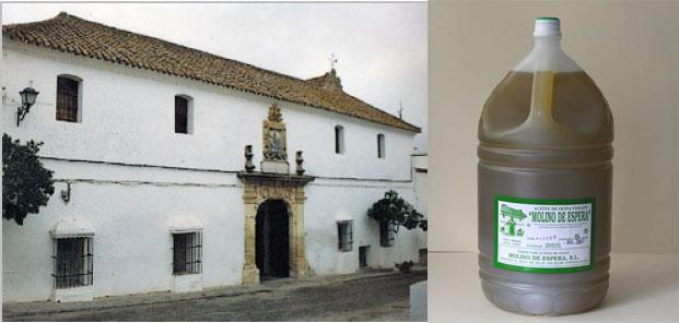 Fachada del Molino de Espera y garrafa de 5 litros producido por la almazara. Foto: Lola Monforte