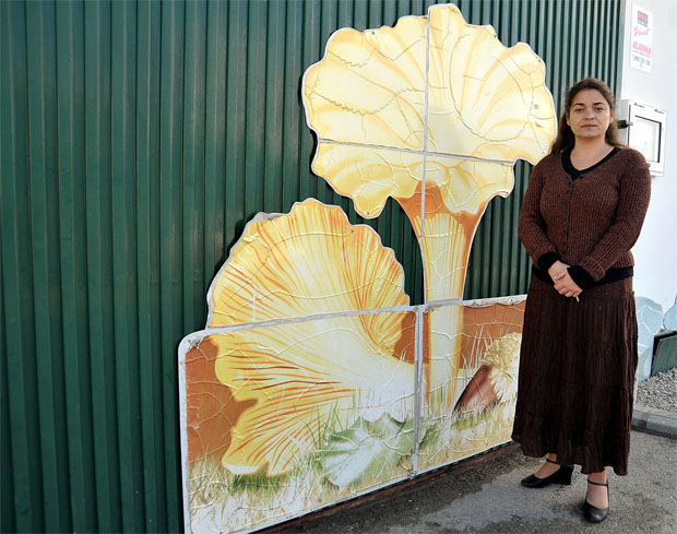 La concejal de Medio Ambiente del Ayuntamiento de Jimena, Noelia García, en la puerta de la Lonja de Setas. Foto: Cedida por La Voz de Cádiz