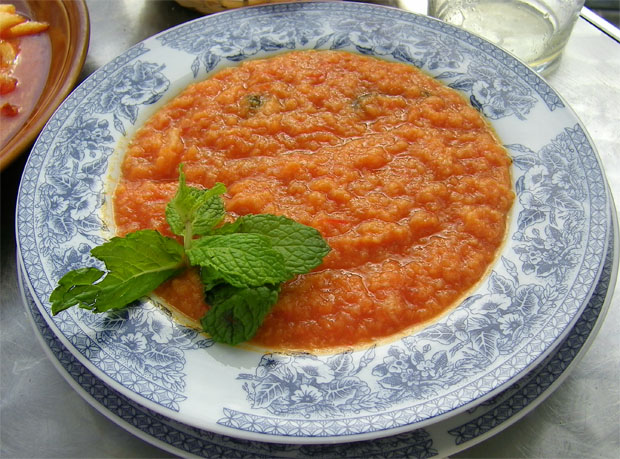Sopa tomate del Bar Las Golondrinas de Puerto Real. Foto: Cosas de Comé.