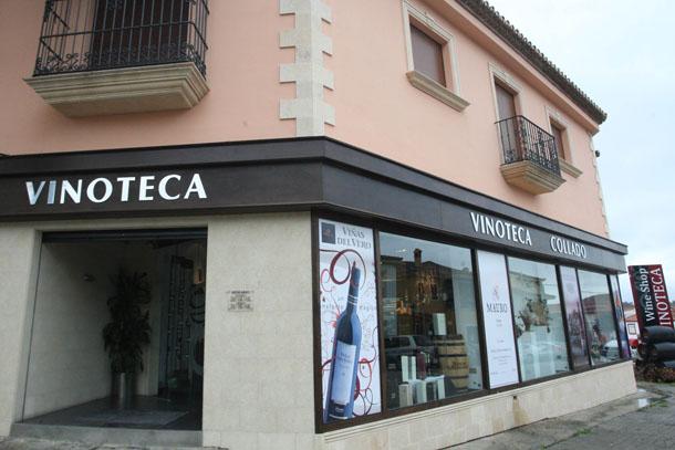 Aspecto exterior de la tienda en la plaza Itálica. Foto: Bodegas Collado.