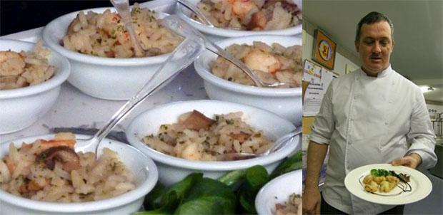 Arroz con setas en una foto realizada por el blog de Tubal. A su lado el autor, el jefe de cocina del restaurante Isla de León del Hotel Playa Victoria de Cádiz, Javier Bocanegra.