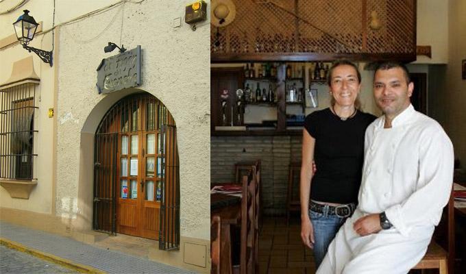 Portada del Fogón del Guanche en Puerto Real. A su lado sus propietarios. Nuria Mena, que atiende al público y Marcos Suárez, en la cocina. Foto: Cosas de Comé