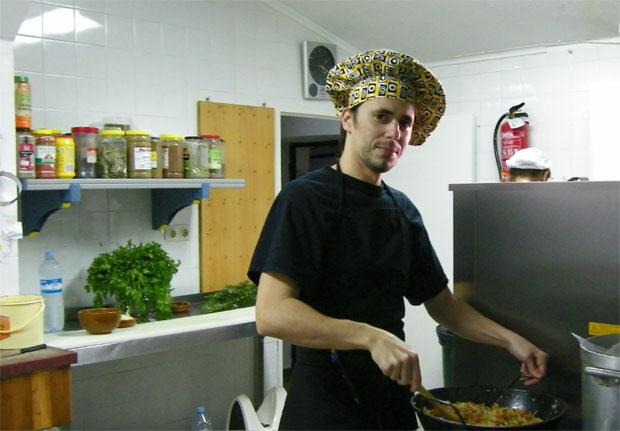 Manuel Alberto Barrera en la cocina de El Ventorrillo de El Carbón. Foto: Cosas de Comé