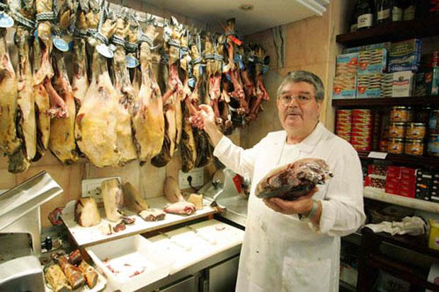 Manuel Ruiz Mantilla en la mantequería Vista Hermosa. Foto: Cedida por La Voz de Cádiz.