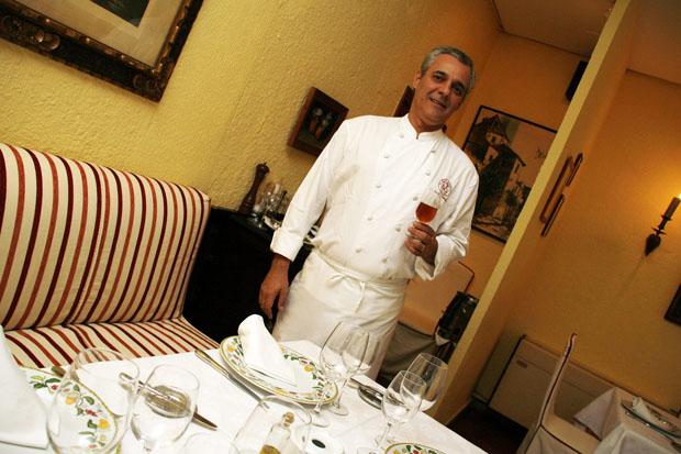Pepe Romero Valdespino en el salón de La Mesa Redonda. Foto: Cristobal
