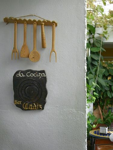 Un  detalle de la decoración interior del comedor del Bar Cádiz. Foto: Cosas de Comé
