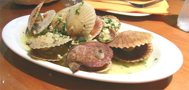 Las zamburiñas al vino fino de Jerez, uno de los platos que se mantienen en la carta debido a su éxito. Foto: Cosas de Comé