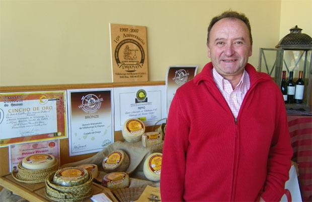 Andrés Piña, que junto a Carlos Ríos fundó la quesería de Villaluenga en 1997. Foto: Cosas de Comé