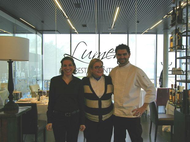El equipo de Lumen: La maitre Chari Márquez, la gerente, Ana Martín Molina y el jefe de cocina Jesús Recio. Foto: Cosas de Comé