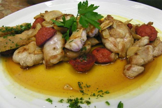 Las mollejas de cordero con chorizo de Olvera. Foto: Cosas de Comé.