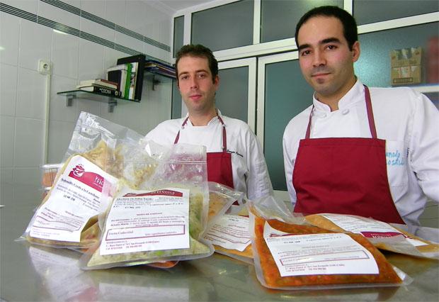 Los cocineros Sergio Aparicio y Manolo Costilla en el despacho de Yo te guiso. Foto: Cosas de Comé