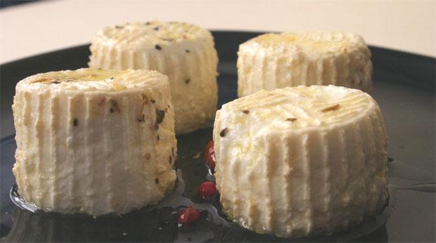 Medallas de queso, un original producto realizado con leche de cabra payoya de producción ecológica. Foto: Lola Monforte