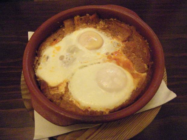 La versión del abajao del Mesón El Patio de Arcos. Lo típico es servilo en plato de barro. Foto: Cosas de Comé