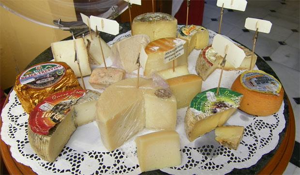 El Faro de El Puerto presta especial atención a los quesos y tiene habitualmente en su carta una tabla de quesos seleccionados. Foto: Cosas de Comé