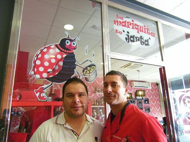 Abel Moreno y Diego Candón, el matrimonio propietario de La Mariquita Te Jarta. Foto: Cosas de Comé.