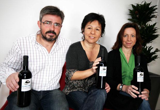 La familia García de Sanlúcar con su tinto García de la Jara. Foto: Javier Reina.