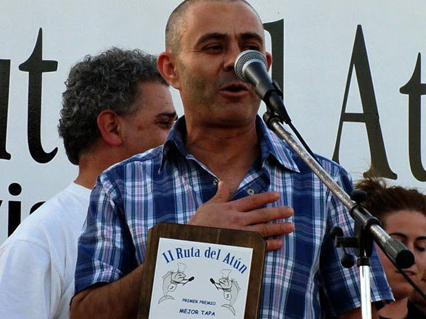 El cocinero Juan Medina del restaurante El Vapor en el momento de recoger el premio. Foto: Cedida por el restaurante El Vapor
