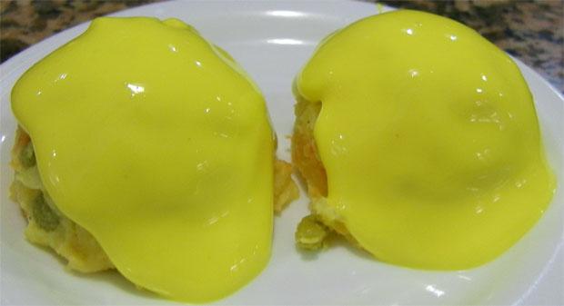 Las dos mítica bolas de ensaladilla de Las Palomas. En la imagen se aprecia su color amarillo característico. Foto: Cosas de Comé
