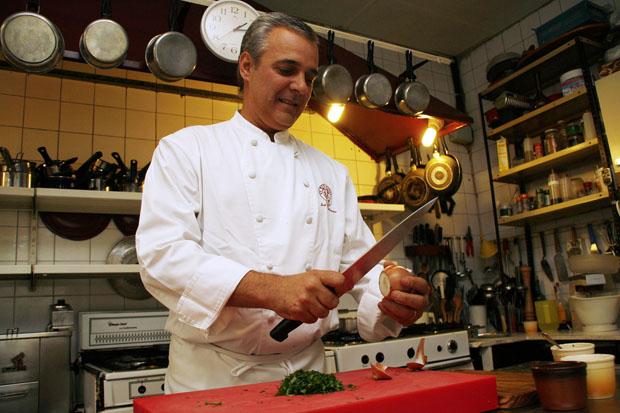 El jefe de cocina y propietario de La Mesa Redonda, Pepe Romero Valdespino. Foto: Cosas de Comé
