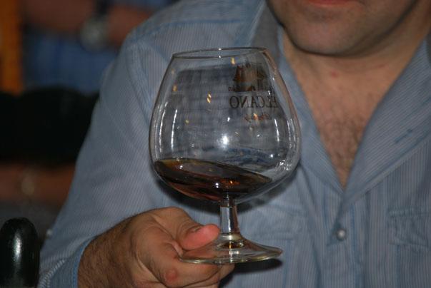Momento de la cata del brandy Juan Sebastián Elcano. Foto: Sebastián Gómez.