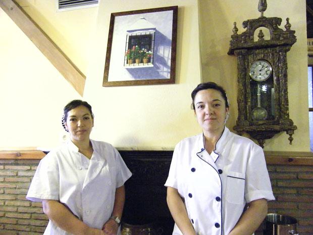 Las hermanas Esther y Loli Gómez Carrillo, cocineras del restaurante Cádiz El Chico. Foto: Cosas de Comé