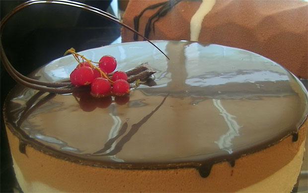 Tarta de chocolate, uno de los productos presentados ayer por la Escuela de Hostelería de Jerez y que se venderán en su nueva tienda. Foto: Cosas de Comé