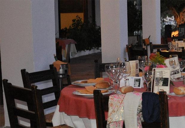Imagen del comedor terraza del restaurante del Hotel Las Truchas de El Bosque. Foto: Cedida por Tugasa.