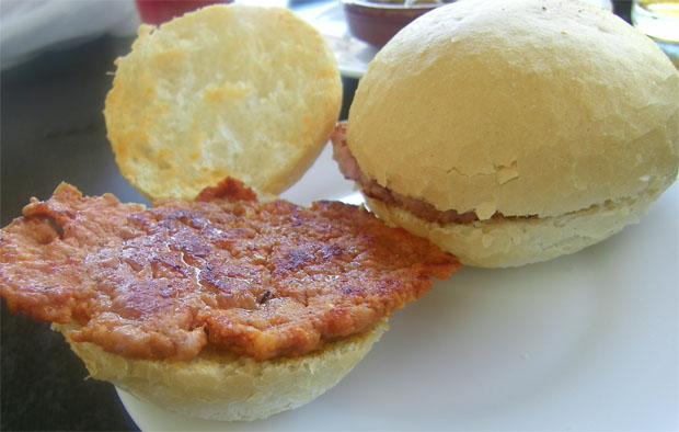 Tapa de masita. Se suele servir en bollitos de pan como estos. Foto: Cosas de Comé