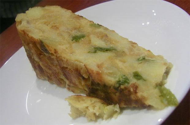 """Aspecto """"para comersela"""" de la tortilla de la cafetería Bohemia. Foto: Cosas de Comé"""