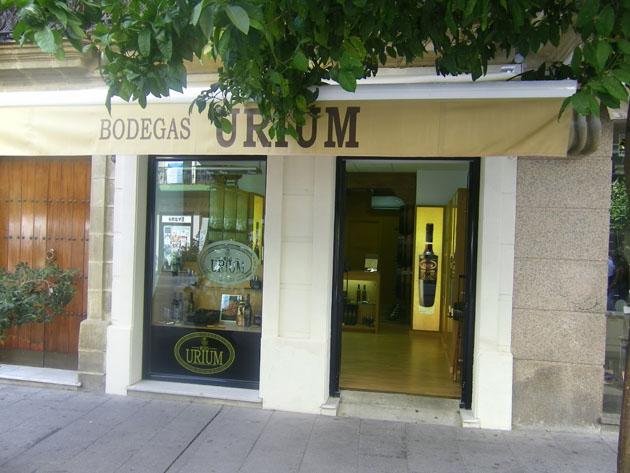 La tienda de bodegas Urium en la calle Lancería, en pleno centro de Jerez. Foto: Cosas de Comé