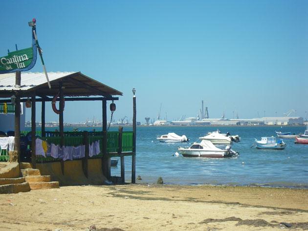 La cantina del Titi está justo a pie de mar. Foto: Cosas de Comé