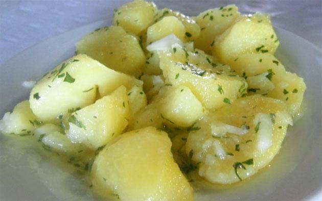 Las papas aliñás de la cantina del Titi. Foto: Cosas de Comé.