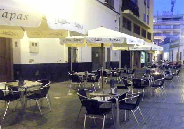 La terrza de Lavinia Ristorante situada muy cerca del Teatro de las Cortes. Foto: Cosas de Comé.
