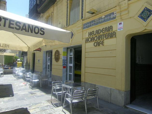 La terraza de la heladería Toni en la plaza del Cabildo. Foto: Cosas de Comé