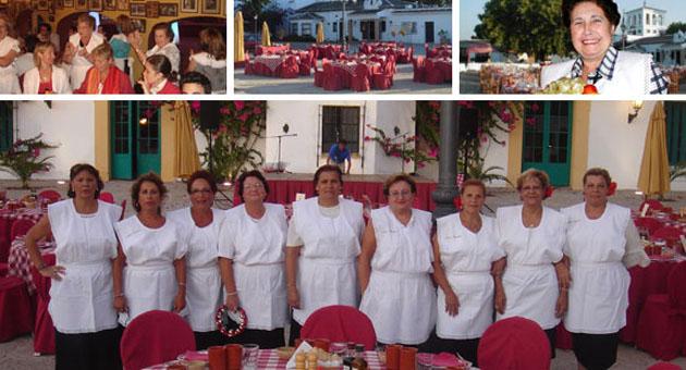 Las camareras del Catering Doña Carmen preparadas para comenzar. Foto: Gourmet Cobos Catering
