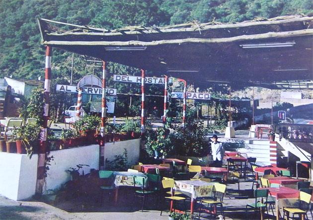 Imagen, a finales de la década de los 60 de Casa Paco, el antiguo emplazamiento del restaurante de la Barca de Vejer. Entonces estaba situado frente a la actual Venta Pinto en una párcela que ocupa ahora una residencia de ancianos. Foto: Cedida por el restaurante La Barca de Vejer.