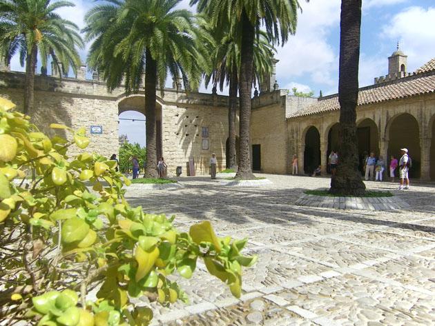 Imagen del patio de armas de El Alcazar de Jerez donde tendrán lugar las catas. Foto: Cosas de Comé.