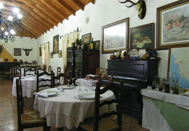 El Cortijo Los Monteros, en Benalup, uno de los sitios donde se pueden comer tórtolas. Foto: Cosas de Comé