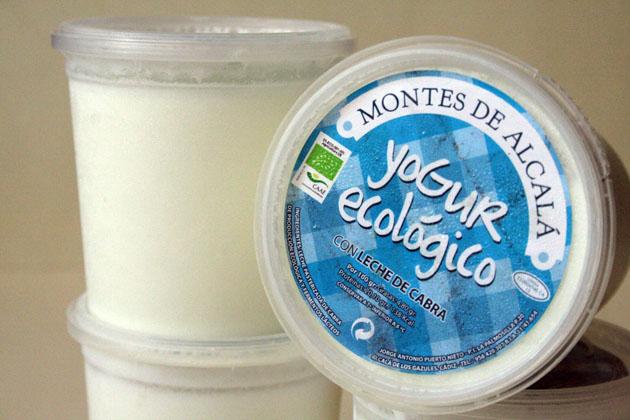 El yogur de El Gazul se vende en cómodos envases individuales. Foto: Lola Monforte