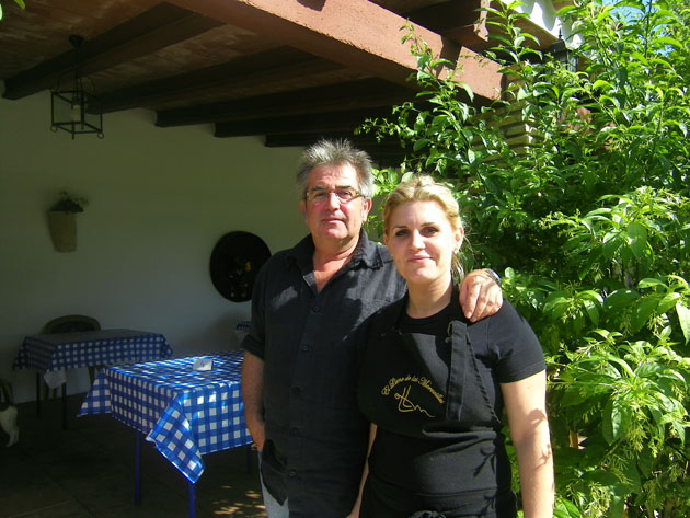 Juan Márquez junto a su hija, la cocinera Julia Márquez. Foto: Cosas de Comé.