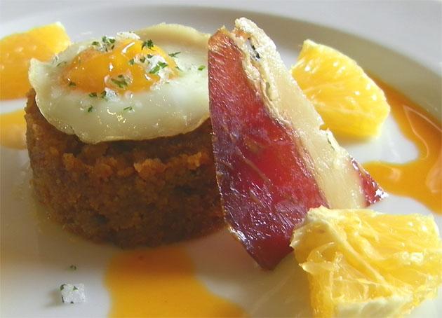Las migas setenileñas, hechas con chorizo, será uno de los platos de la temporada de otoño invierno de El Almendral de Setenil. Foto: Cosas de Comé