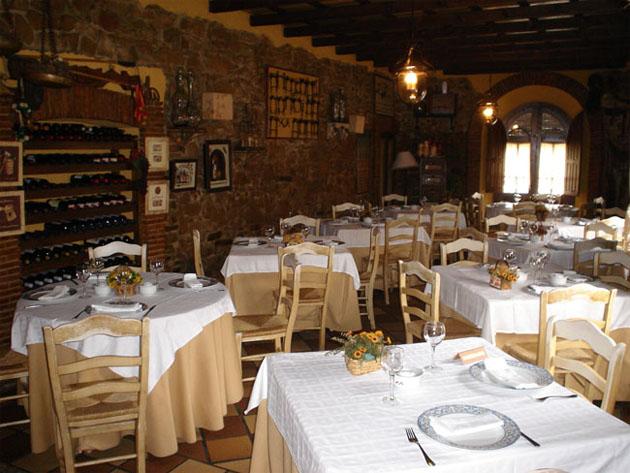 Comedor del restaurante El Guadarnés de San Roque. Foto cedida por la delegación de Turismo del Ayuntamiento de San Roque.