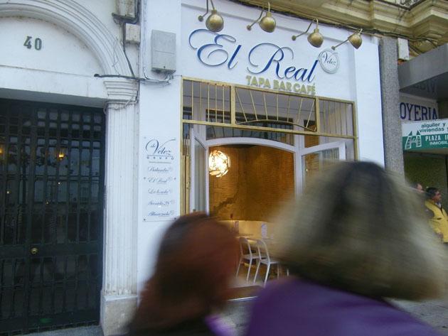 Vista exterior del nuevo establecimiento de Los Vélez en San Fernando. Foto: Cosas de Comé.