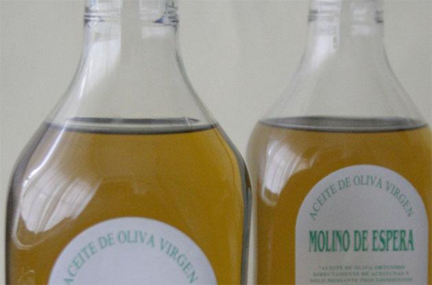 La botella de aceite de oliva virgen de Espera de un litro. Foto: Lola Monforte