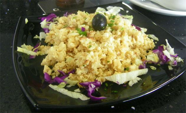 El bacalao dorado, un plato portugues que es una de las especialidades del nuevo bar restaurante Caño Herrera. Foto: Cosas de Comé.