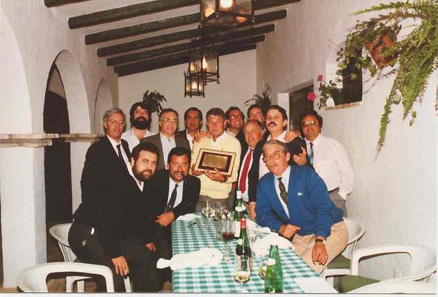 El Grupo Gastronómico Gaditano en una de sus primeras reuniones en una foto tomada en la década de los 80 del siglo XX. Foto cedida por el Grupo Gastronómico Gaditano